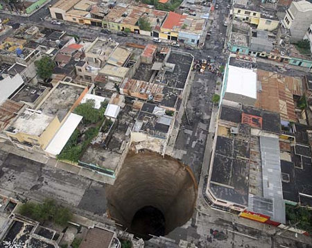 Giant sinkhole in Guatemala City